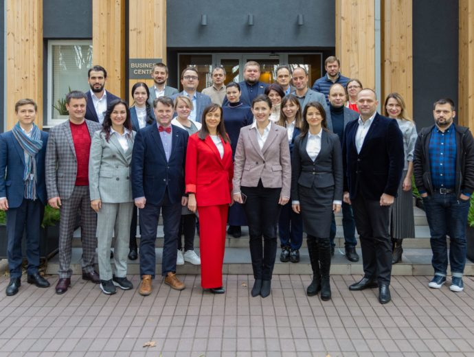 20 participants of the Justice, Law and Society Seminar joined the Aspen community